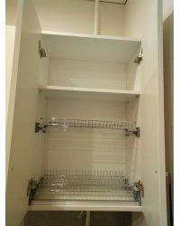 Глубина шкафа для сушки 38 см (за ним спрятаны газовые трубы)