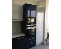 Встроенный холодильник до установки фасада