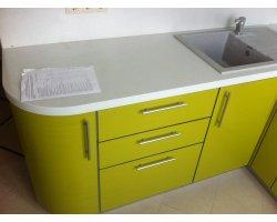 Закругленная секция при входе в кухню, мойка гранитная Гранфест GF - Q780L, смеситель Granfest 0123, цвет серый