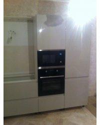 Встроенный холодильник и колонна под технику
