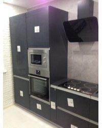 Встроенный холодильник и пенал под технику